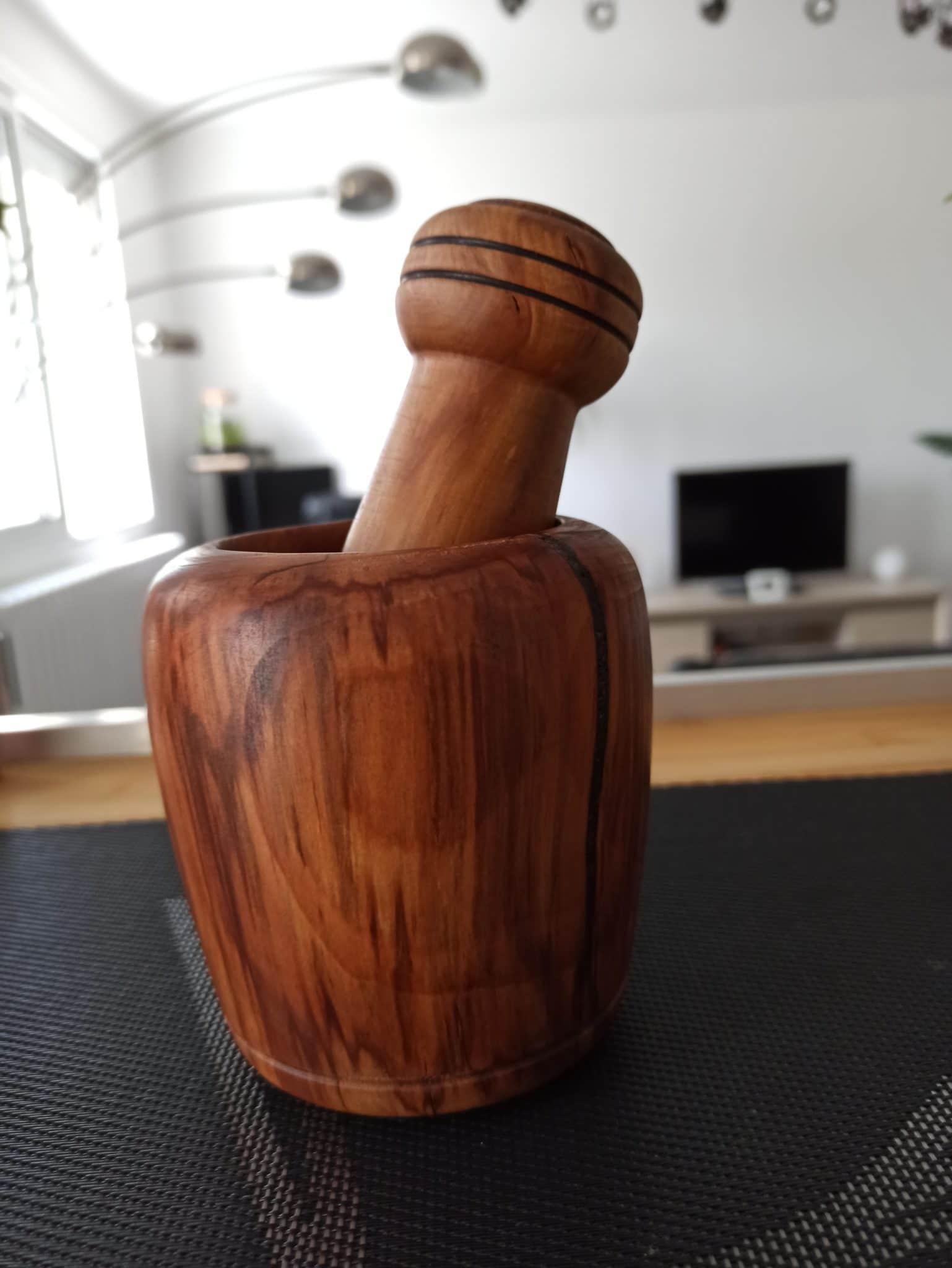 Mortier en bois tourner